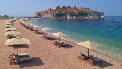 005572-06-beach-umbrellas-sveti-stafan-view